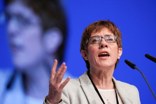 Преемница Меркель отказалась баллотироваться на пост канцлера