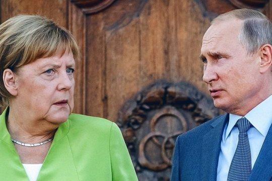 Путин и Меркель обсудили ситуацию на Украине и борьбу с COVID-19