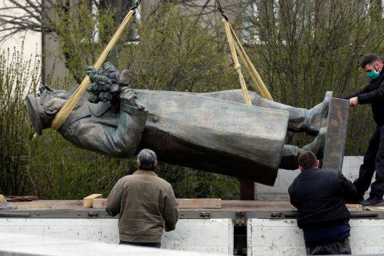 В СКР возбудили дело из-за сноса памятника Коневу в Праге