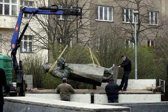 В МИД Чехии прокомментировали снос памятника Коневу в Праге