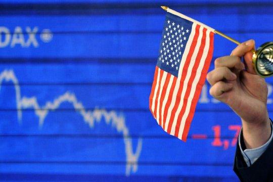 Эксперт: экономика США находится в свободном падении