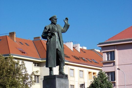 В Праге снесли памятник маршалу Коневу
