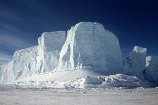 Зачем Франции Арктика и Антарктика?
