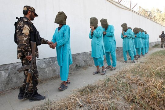 Власти Афганистана освободят из тюрем 900 талибов