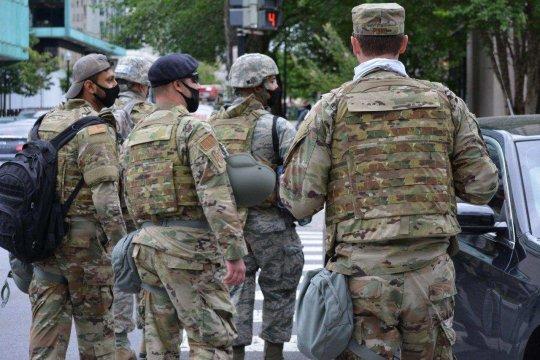 Американские власти перебросили к Вашингтону группировку военнослужащих
