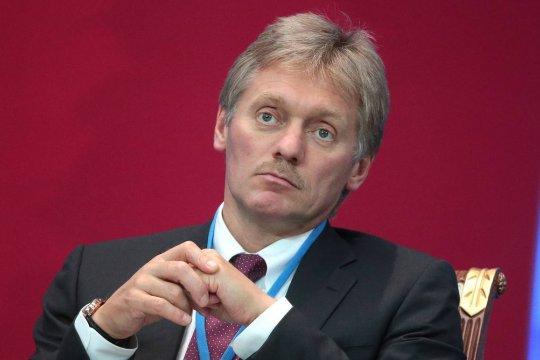 Песков объяснил неприглашение Зеленского на Парад Победы