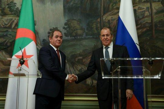 Алжир и Россия не будут делать ставок ни на одну из ливийских сил
