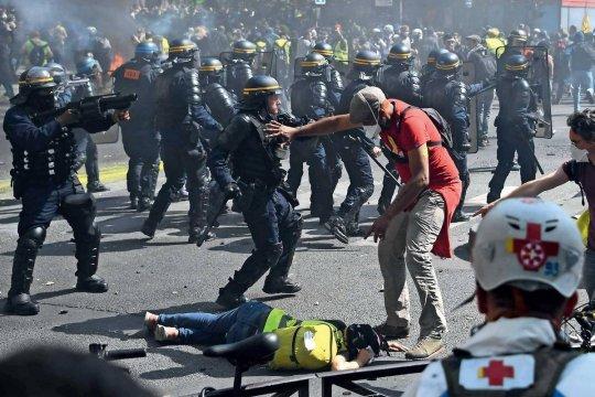 Amnesty International обвинила французские власти в нарушении свободы собраний