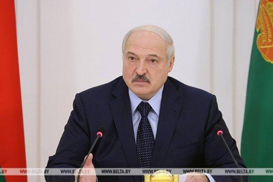 Лукашенко посоветовал полякам разобраться со своими выборами