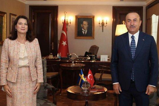 Главы МИД Швеции и Турции устроили открытую словесную перепалку