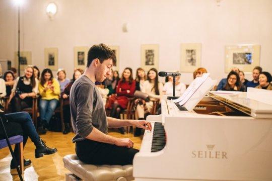 Мини-опера о жизни на карантине объединила подростков из России и Великобритании