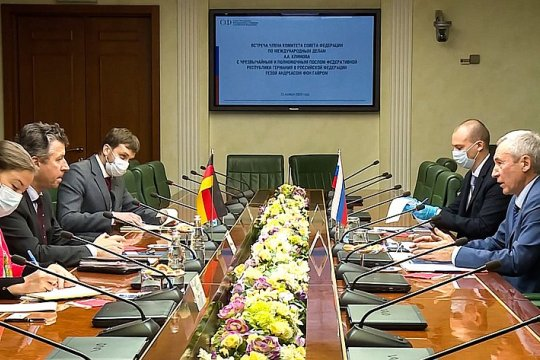 Член Комитета СФ по международным делам А.Климов провел встречу с Послом Германии в России Г. А. фон Гайром