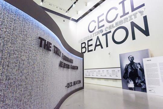 Звезда фотографии о звездах: ретроспектива  Cесила Битона в Эрмитаже