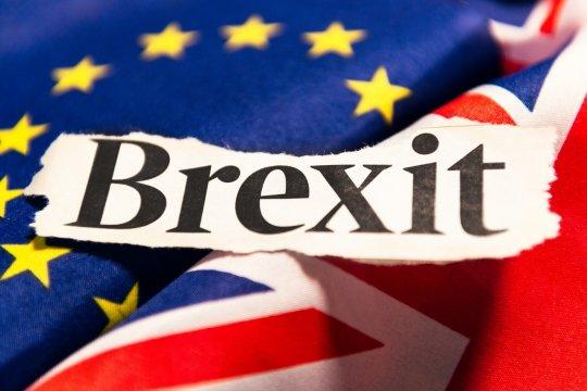 Без «жесткого» брекзита: Великобритания и ЕС достигли соглашения
