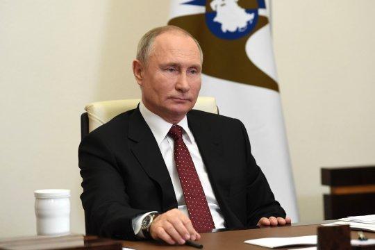 Путин поздравил с наступающим Новым годом и Рождеством глав иностранных государств