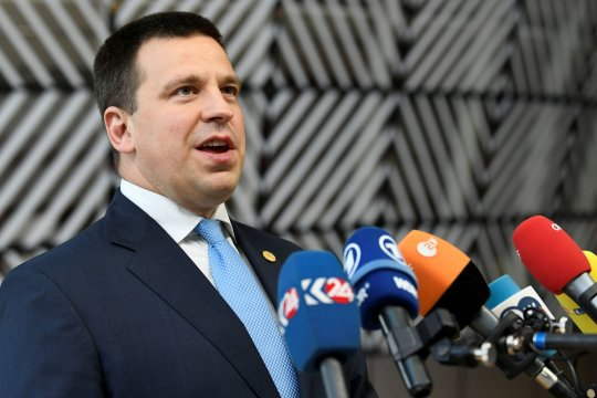 Премьер-министр правительства Эстонии подал в отставку из-за коррупционного скандала