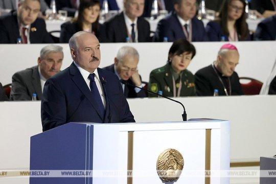Лукашенко пообещал вынести проект новой Конституции Белоруссии на референдум
