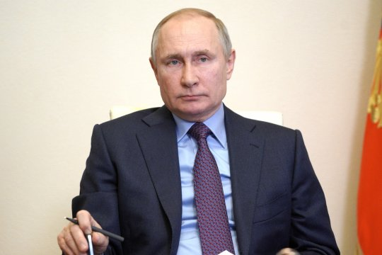 Путин провел переговоры с Меркель и Макроном в режиме видеоконференции