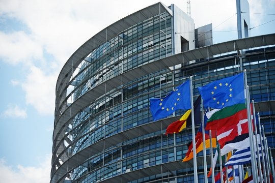 Европарламент: влияние политических фракций на формирование ЕК