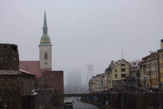 Глава кабмина Чехии поблагодарил коллегу из Словакии за высылку российских дипломатов