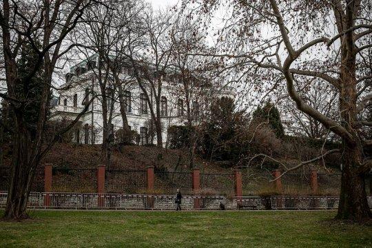 Городские власти Праги захотели вернуть полгектара занимаемой посольством России земли