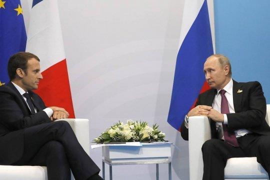 Путин и Макрон обсудили ситуацию на Украине и кризис в российско-чешских отношениях