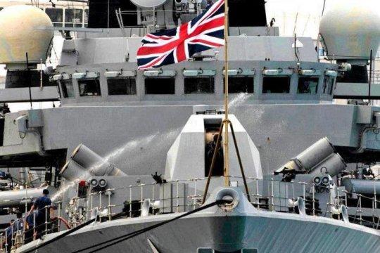 Великобритания направит два боевых корабля в Ла-Манш из-за угроз Франции