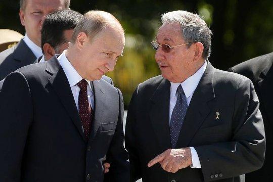 Владимир Путин поздравил Рауля Кастро с 90-летием