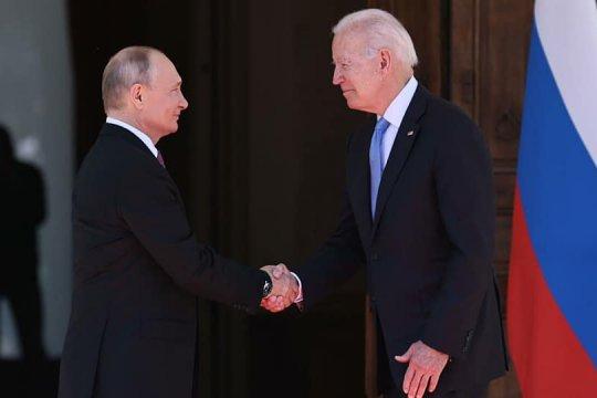 Путин выразил удовлетворение объяснениями Байдена после слов про «убийцу»