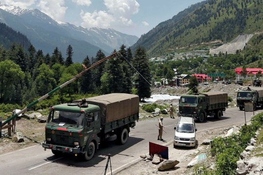 Mint: Индия перебросила 50 тыс. военных на границу с КНР
