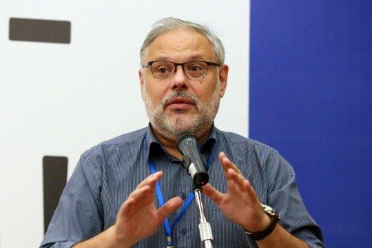 Михаил Хазин: проблема дедолларизации должна решиться автоматически