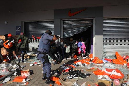 В ЮАР продолжаются беспорядки из-за ареста экс-президента Зумы