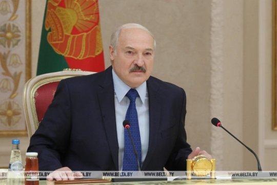 Лукашенко заявил о возможности прекращения транзита из Европы из-за западных санкций