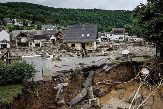 Власти ФРГ привлекают армию для борьбы с последствиями наводнения