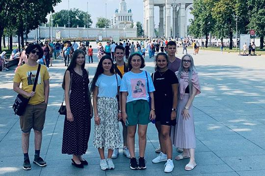 Молодежь 48 стран приветствует фестиваль «Здравствуй, Россия!»