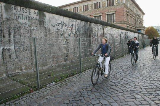К 60-летию начала сооружения Берлинской стены