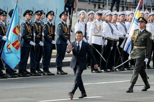 Зеленский в «парадном Зазеркалье» (послесловие к празднованию Дня независимости Украины)