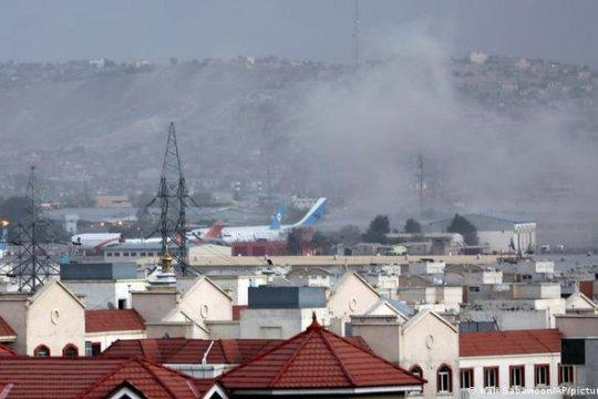 BBC: ответственность за взрывы у аэропорта Кабула взяла на себя враждующая с талибами группировка ИГИЛ