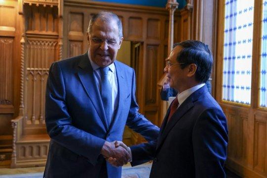 Россия призывает ускорить возведение во Вьетнаме Центра ядерной науки и технологий