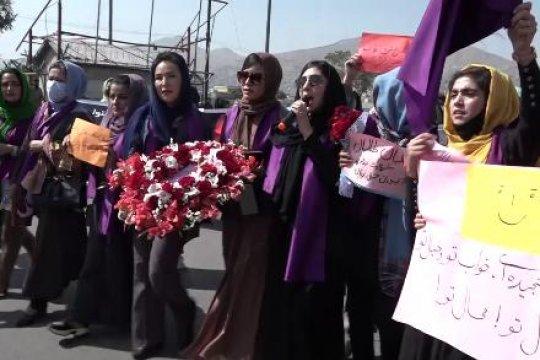 Талибы применили против протестовавших в Кабуле женщин и активистов слезоточивый газ