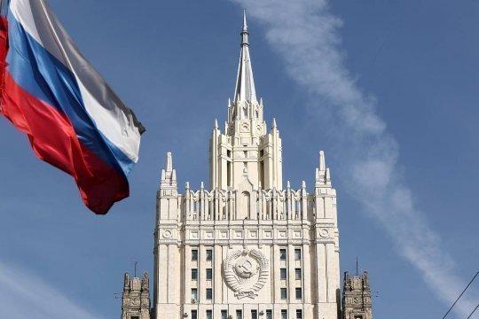 Посол США в России покинул здание МИД РФ