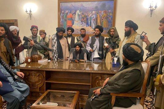 Лидер талибов пообещал соблюдать в Афганистане права человека и законы шариата