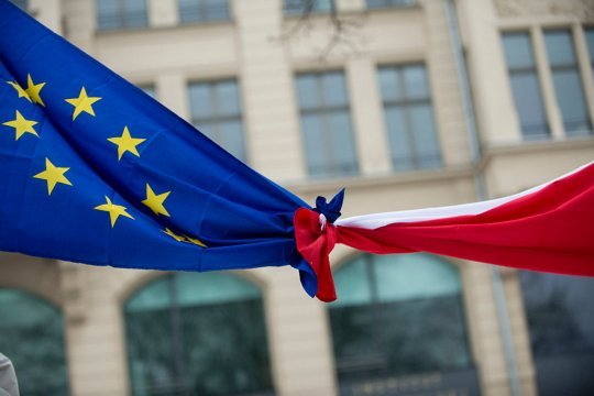 Еврокомиссия  обратилась в суд с иском к  Польше