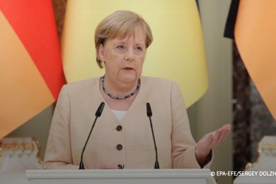 Меркель предрекла для Сербии долгий путь в ЕС