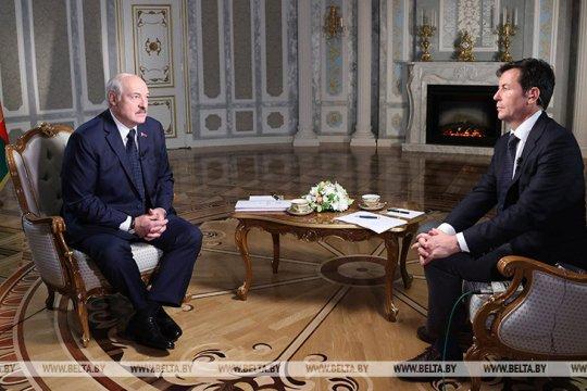 Лукашенко назвал глупостью разговоры о вхождении Белоруссии в состав России