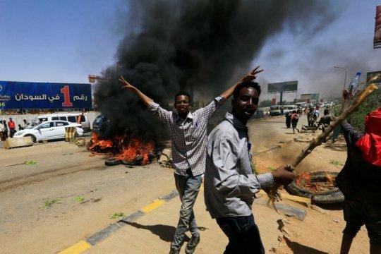 Захватившие власть в Судане военные объявили в стране чрезвычайное положение