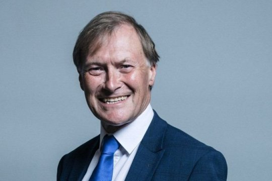 Скончался получивший ножевые ранения депутат британского парламента
