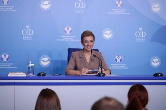 Захарова: Требования Киева выходят за рамки юрисдикции арбитража в Гааге