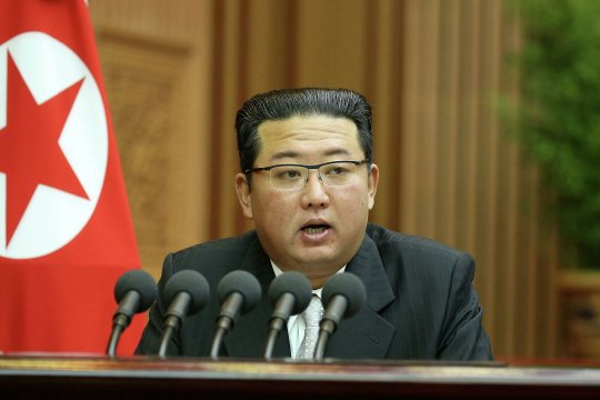 Ким Чен Ын заявил о необходимости разработки вооружений в условиях враждебности США