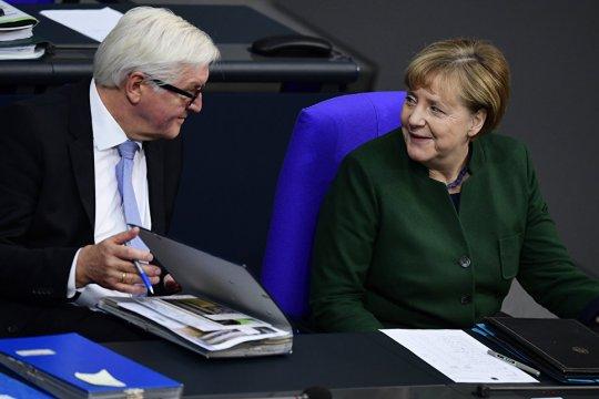 Штайнмайер  попросил Меркель исполнять обязанности канцлера ФРГ до формирования нового правительства